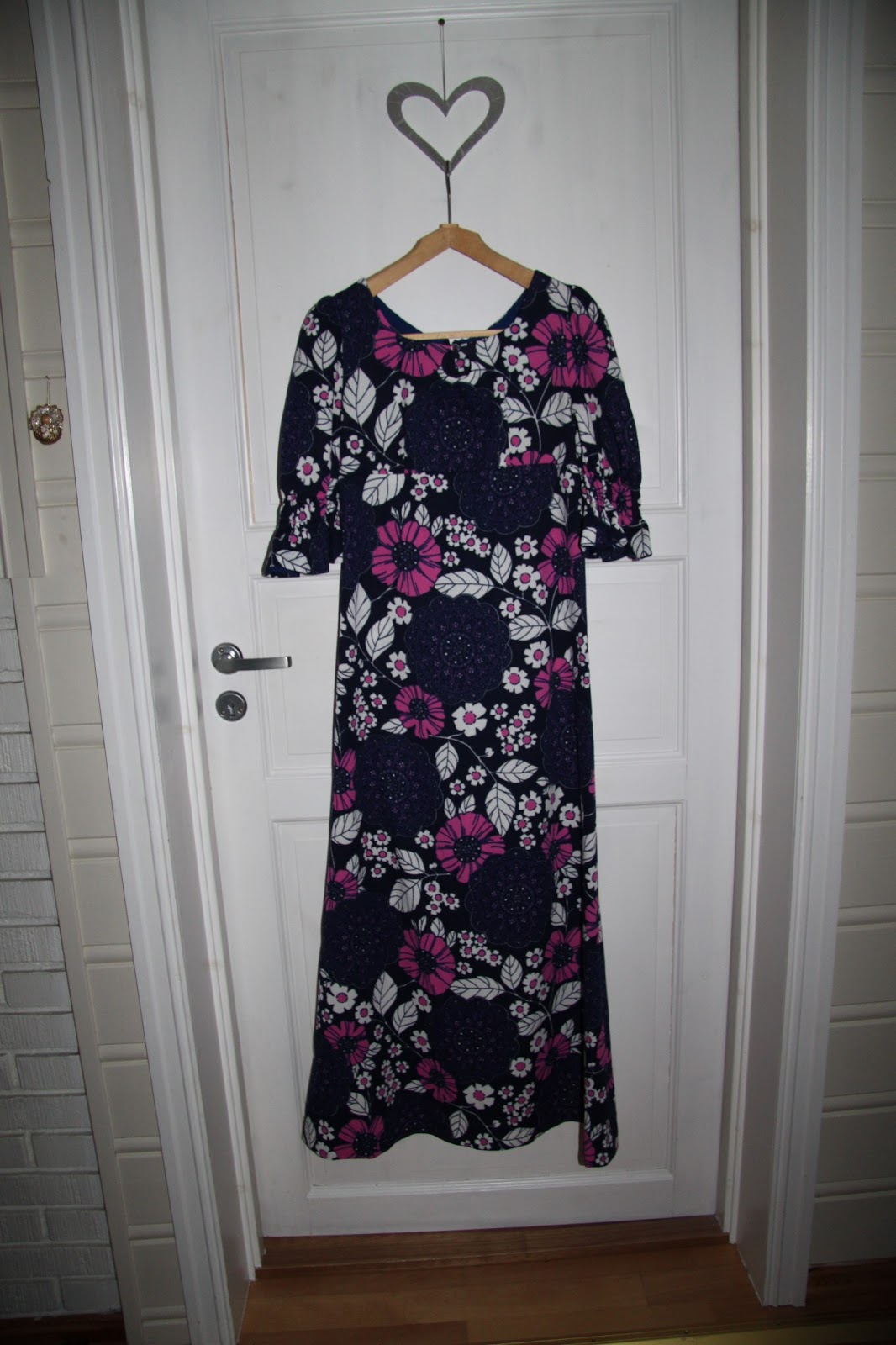 4f095e5a60b9 I går fekk eg bl.a ein NYYYYDELEG vintage kjole frå 70-talet