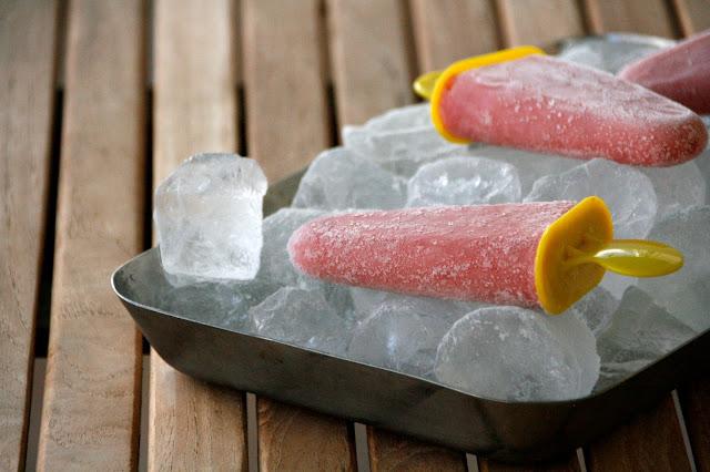 Polos de fresa y platano sin grasa ni azucar