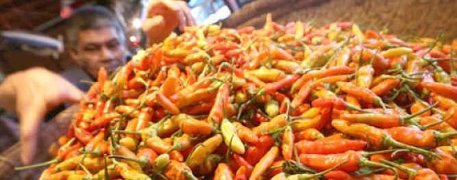 Harga cabai keriting yang ditawarkan para pedagang di pasar tradisional Kota Ambon, memasuki hari pertama di bulan puasa bergerak naik cukup tajam.