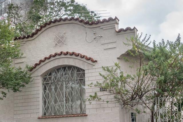 Casa com ornamento de ferro - detalhe