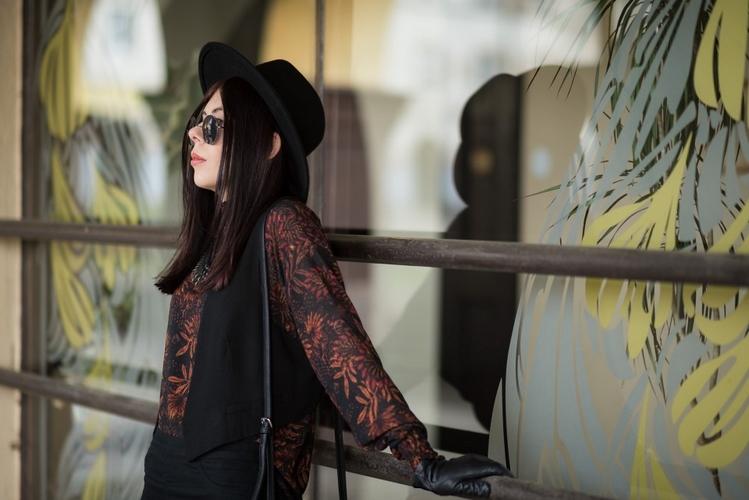 styl boho stylizacja boho kapelusz fedora stylizacja okulary lenonki blog o modzie blogerka modowa boho w miejskim stylu 2016 łódzka blogerka modowa Łódź Stary Rynek