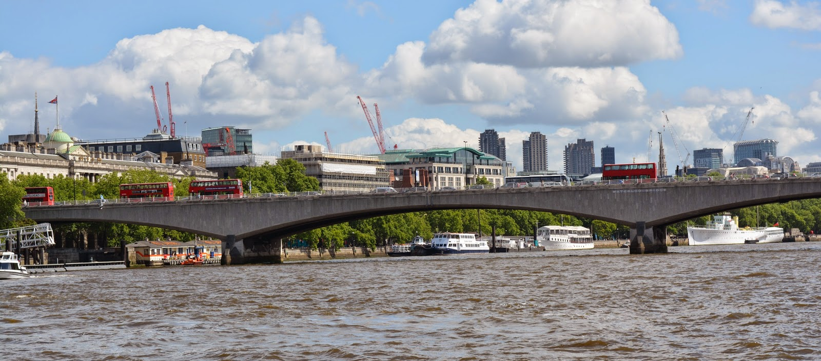 Passeio no Rio Tâmisa em Londres