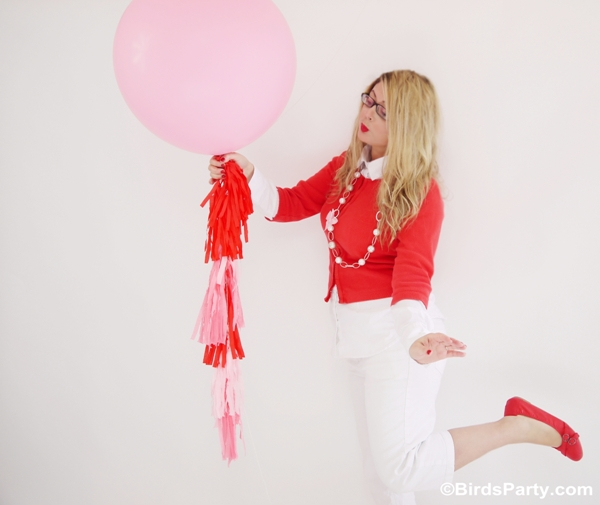 How to Make a DIY Tissue or Crepe Paper Tassel Garland - BirdsParty.com