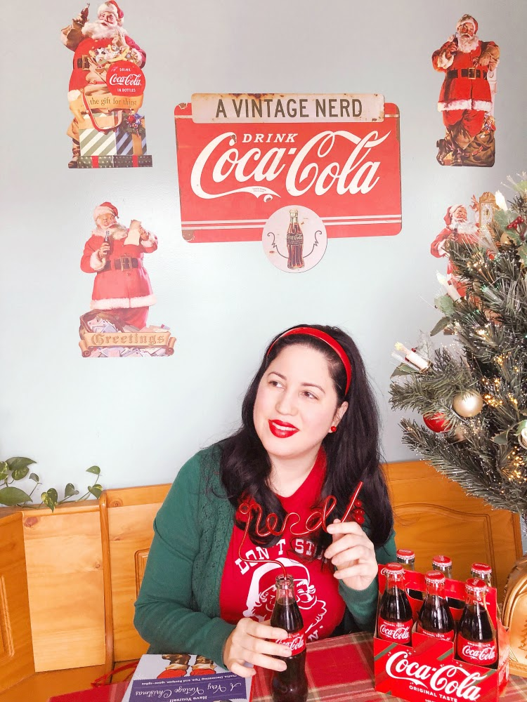 A Vintage Nerd, Coke Cola Santa, Retro Planet, Vintage Blogger, Retro Planet Decals, Vintage Santa, Retro Christmas Inspiration