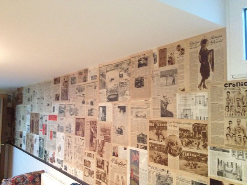 Recikla arte hab as pensado en empapelar con periodicos - Papel de empapelar paredes ...