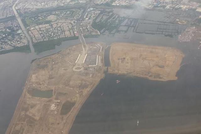 Penampakan pulau C dan D dari atas udara. Pulau C dan D adalah sejumlah pulau yang termasuk dalam proyek reklamasi di Teluk Jakarta