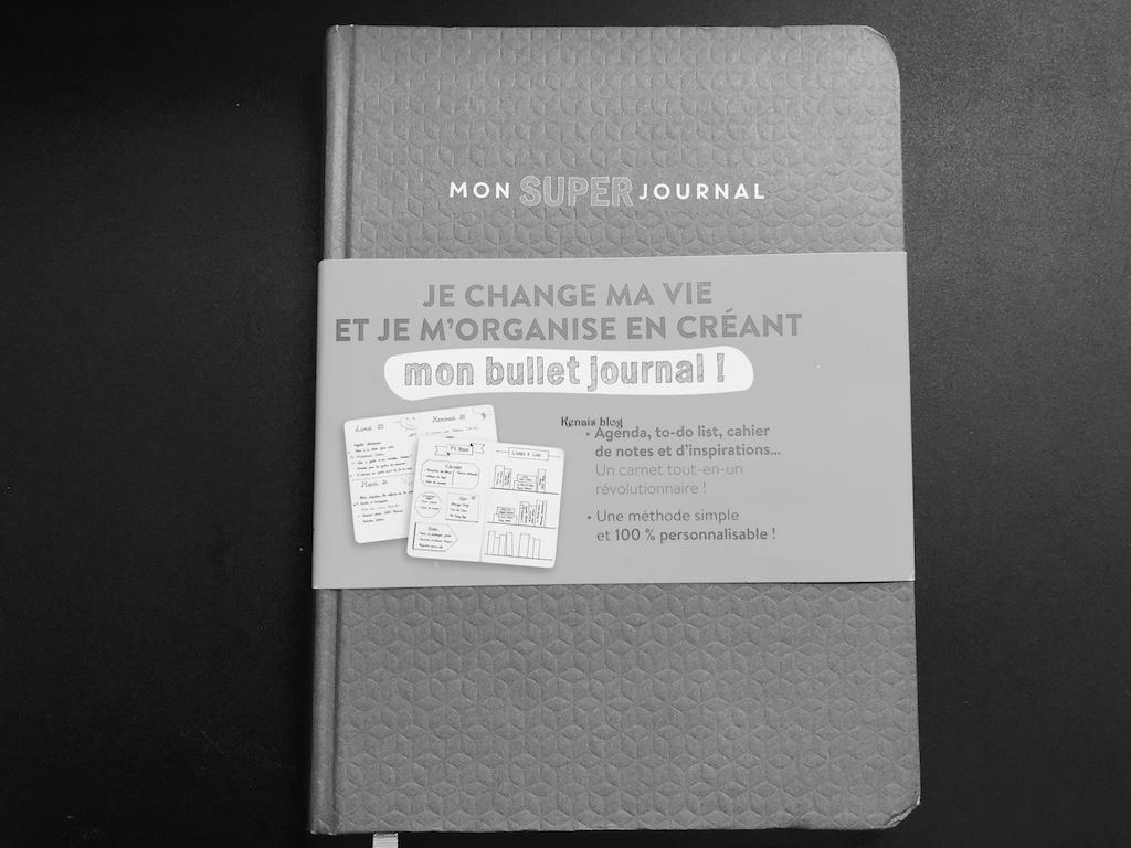 whats-in-my-bag-bullet-journal-kenais-blog