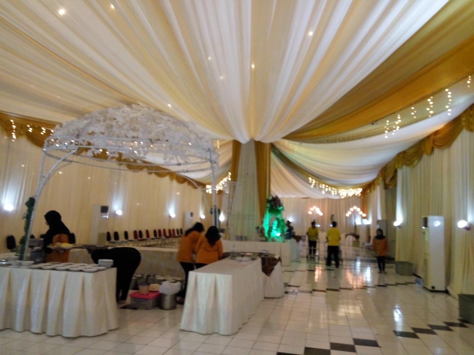 dekorasi tenda di gedung