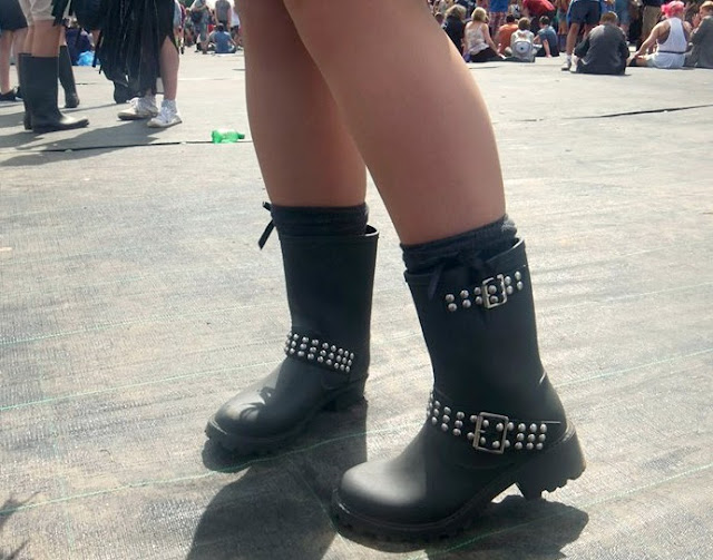 festival style, festival outfit, festival street style, grunge style, v festival 2013, festival wellies, biker wellie boots