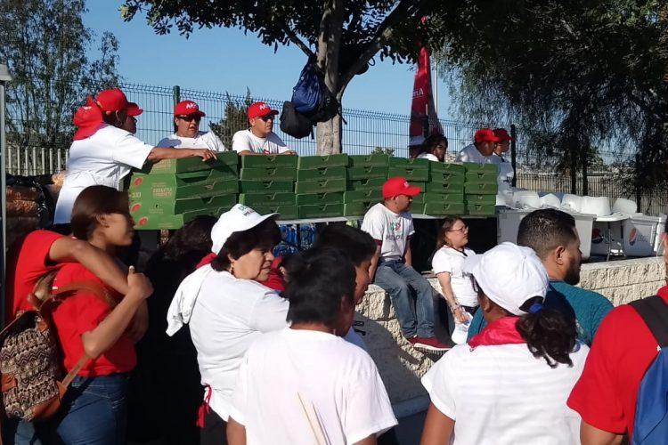 PRI cambia las tortas por pizzas: las reparten en cierre de Tijuana