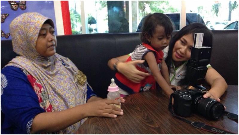 Azizah Anggraeini Rizki (tengah), balita jantung bocor