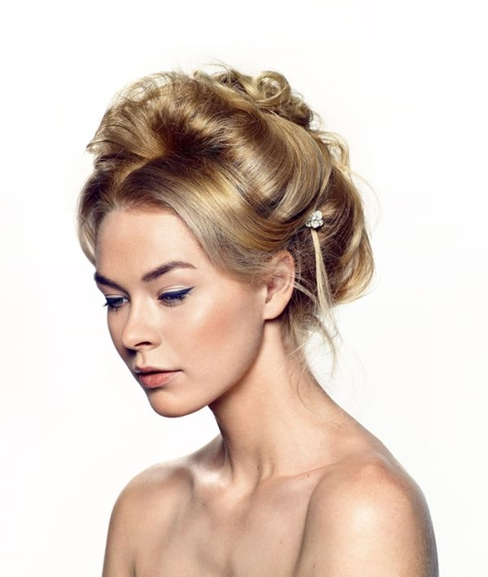 fiftties, sixties hairstyle, bridal hair updo