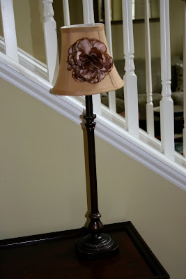 table lamp with floral clip