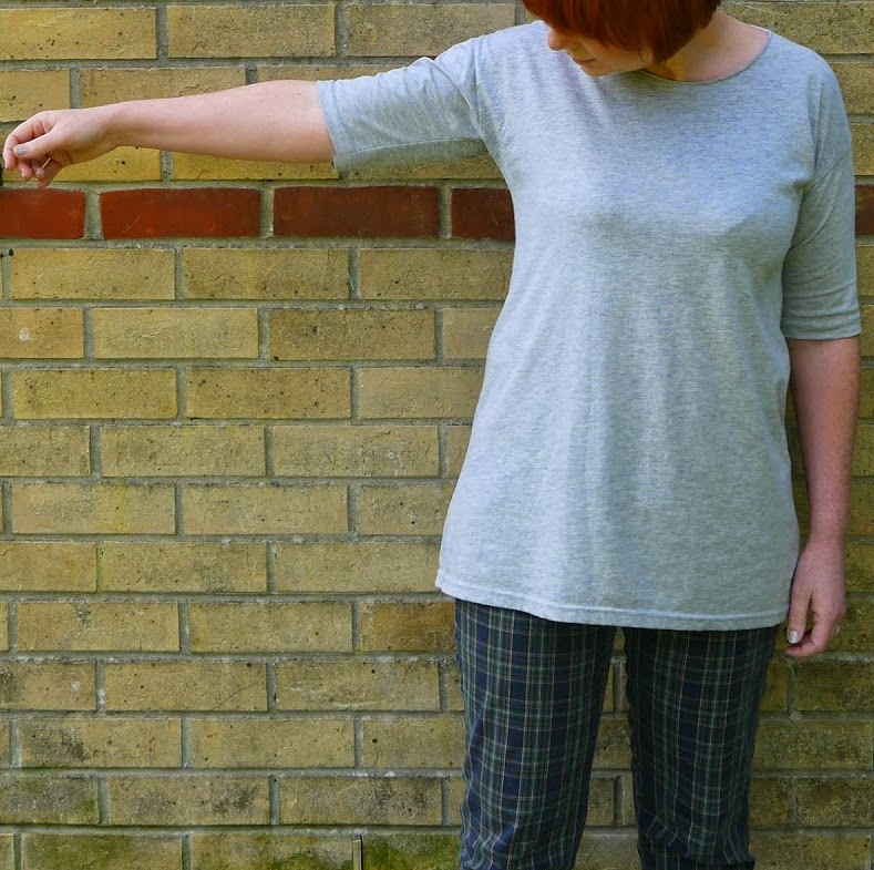 http://portialawrie.blogspot.co.uk/2014/08/refashion-mens-tee-to-34-sleeve-tunic.html