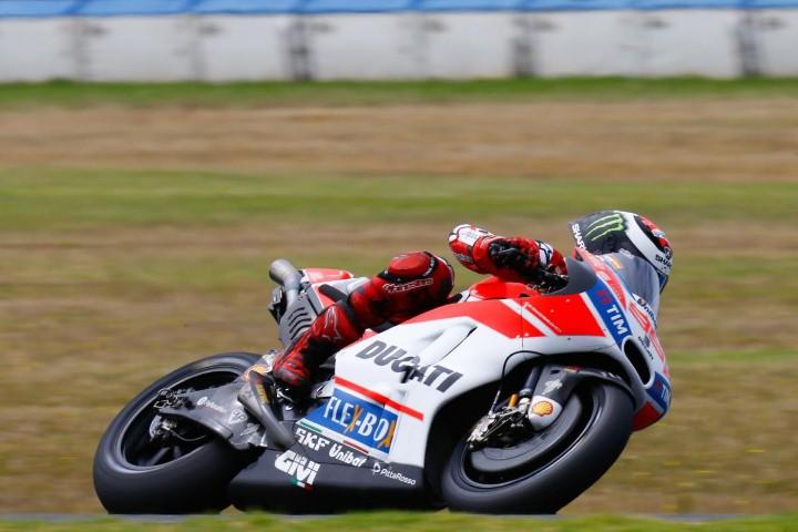 MotoGP 2017 : Kejadian, Lorenzo mulai merasakan Ducati Desmosedici susah belok !