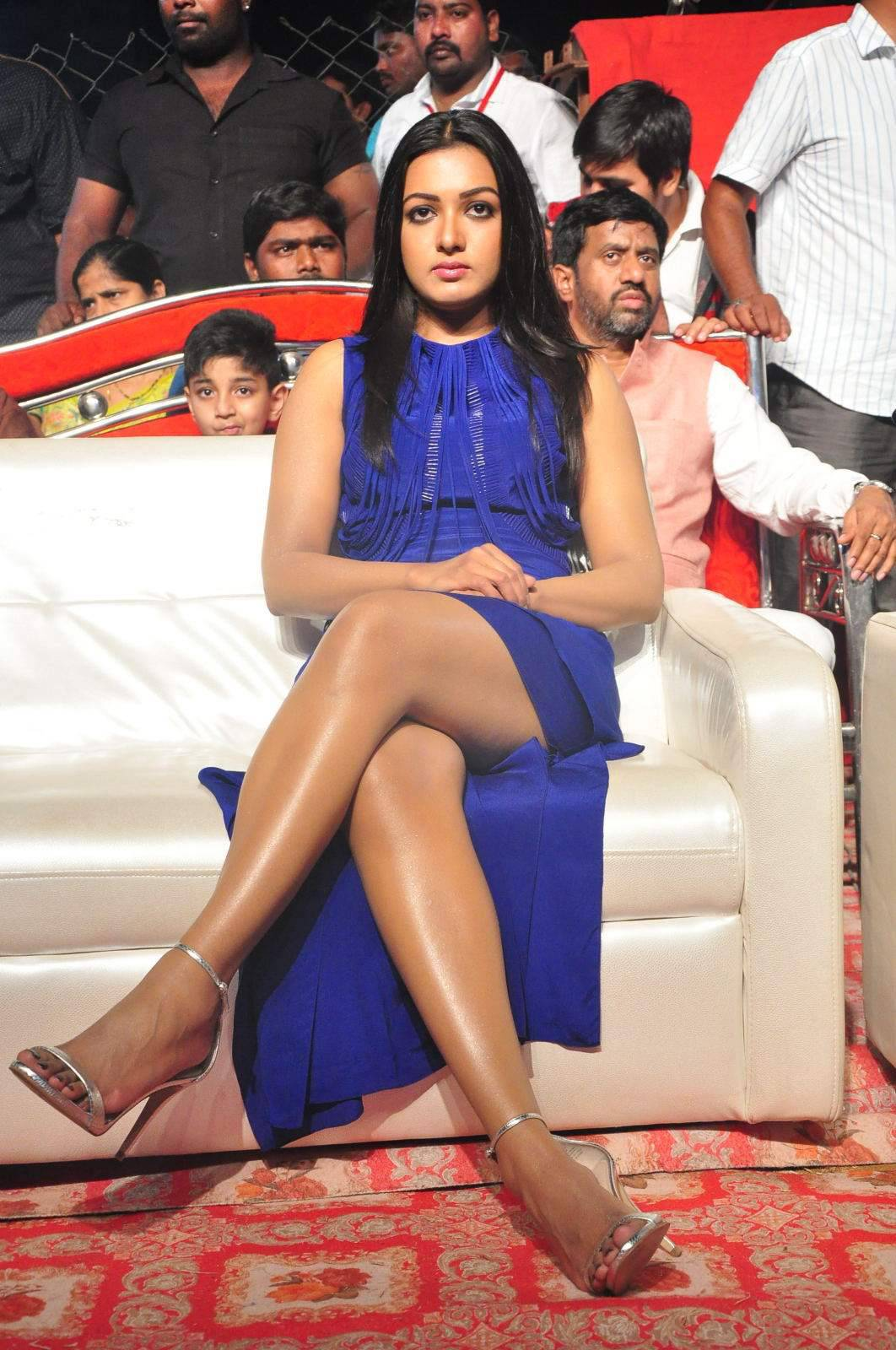Catherine Tresa Thigh Show Images In Blue Dress