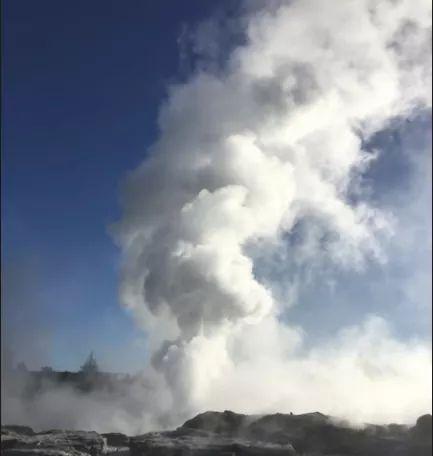 URGENTE: Inusual Erupción Gaiser De Un Lago De Nueva Zelanda.