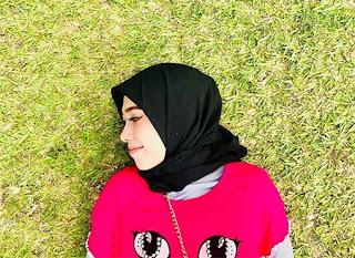 Zahra Jasmine Pakai Hijab Hitam