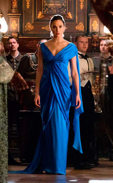 Mulher Maravilha vestido azul