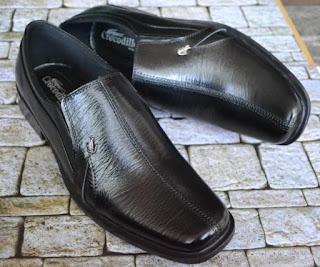 Gambar sepatu pria kulit asli