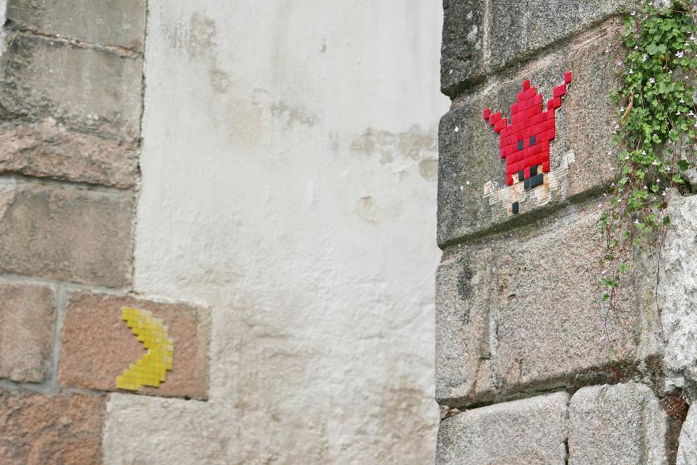Pac man réalisé en Mosaïques sur un mur à Nantes