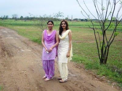 girls in salwar suit