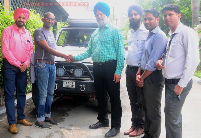 Lourd Vijay with Dr. Baldev Singh Aulakh and others standing with traveling vehicle in Ludhiana with which he is driving 9000 Kms from Chennai to Ladakh