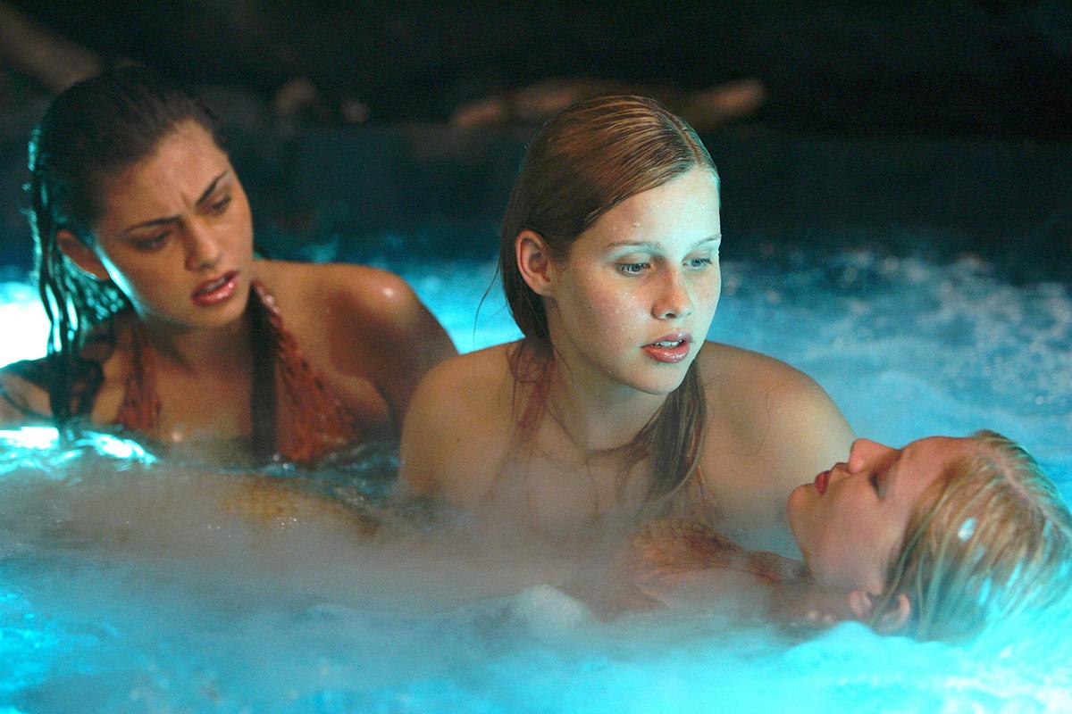 Phoebe Tonkin y Claire Holt en H2O serie australiana que les dio la fama