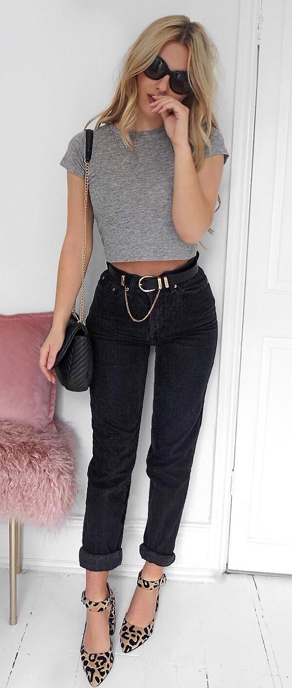 simple outfit idea: top + ripped jeans + bag