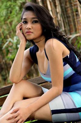 Ririn Setyarini artis seksi kontroversi