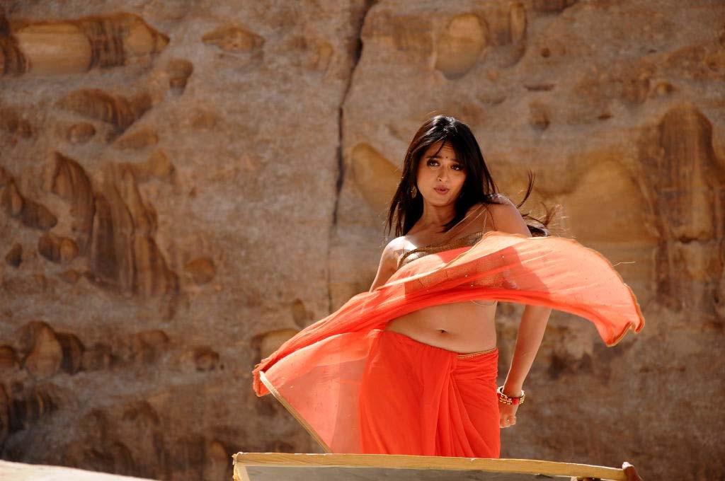 Hot Navel Show Photos Of Anushka Shetty In Orange Saree