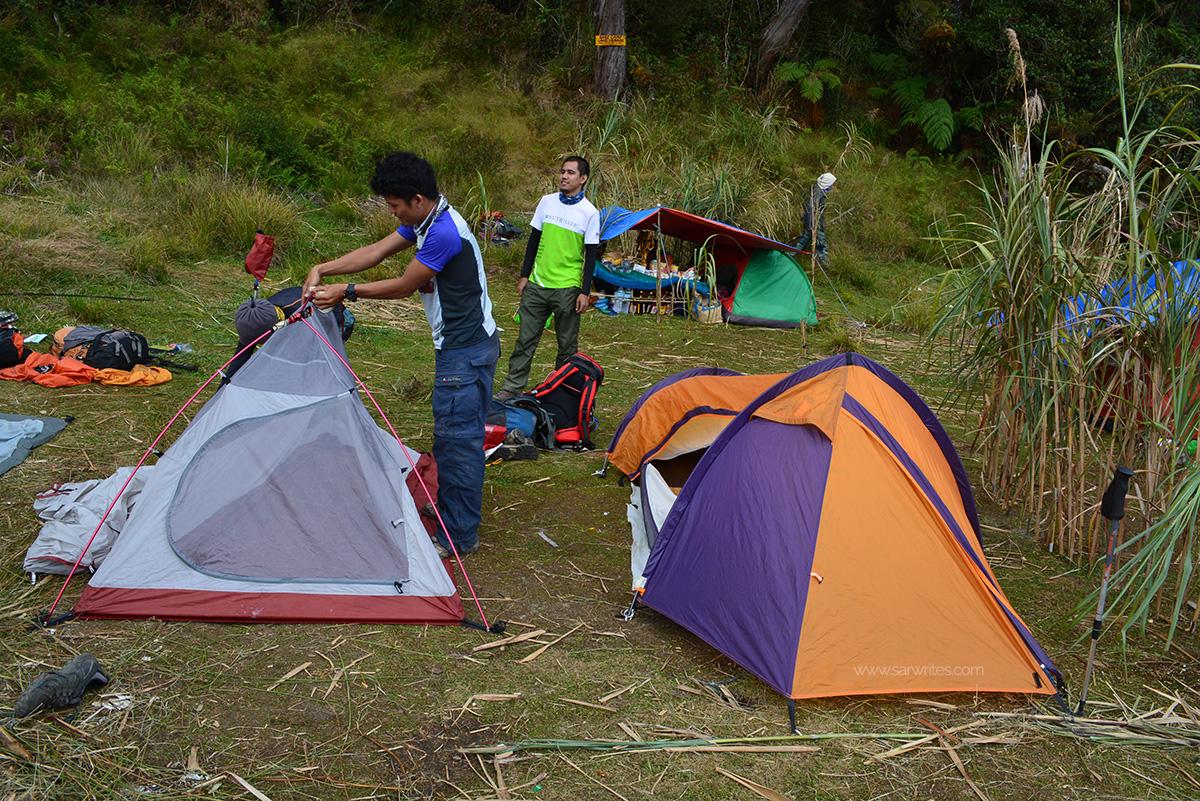 At Lake Venado C&site. Nagse-setup pa lang sila. Tapos na kami. ) & Review: Brown Trekker Hybrid Tent | Life is so full of tae!