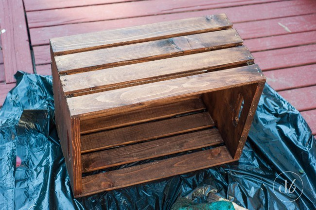Demo WOODEN CRATE ON HAIRPIN LEGS