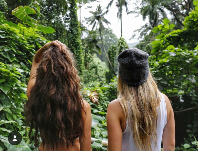 """2 Cô bạn thân xinh đẹp khơi dậy trào lưu """"đi du lịch khắp thế giới cùng cô bạn gái thân 9"""
