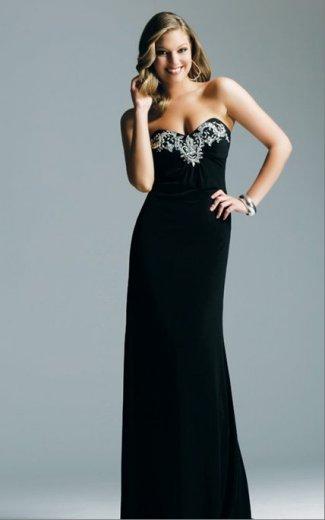 c5d88f5e409e6 اللون الأسود هو واحد من أكثر الألوان المرغوبة من قبل النساء وكثير من النساء  تعتقد إن سبب تميزها وأناقتها في المناسبات هو ارتدائها فستان سهرة اسود طويل .