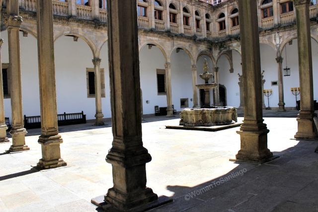 parador-de-santiago-de-compostela-claustro-camino-de-santiago