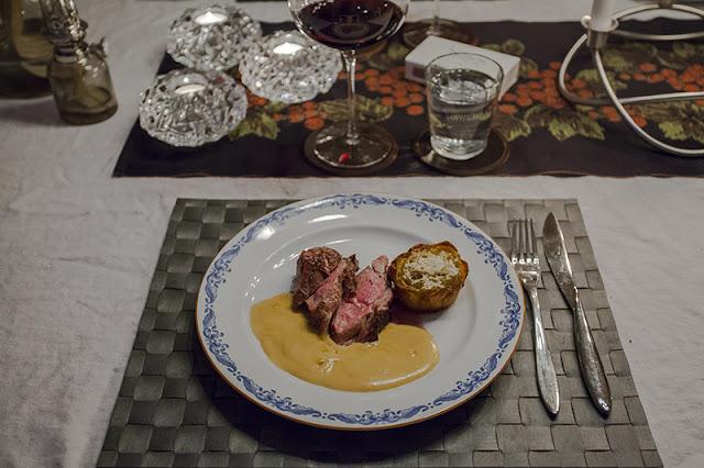 Grillad lammentrecote med vitlökssås och potatisros