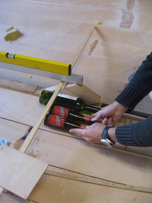 Beste Hans bouwt een boot: Dwarsspanten in de vloer GS-35