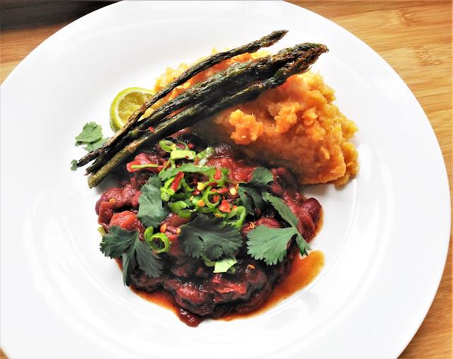 Chili sin carne con puré de chirivía y boniato
