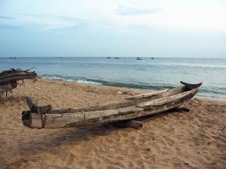 "three-log raft ""boat catamaran"" from Sri Lanka"