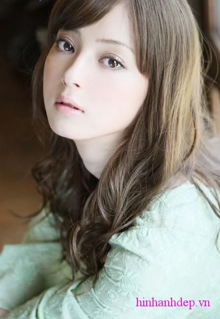... của vẻ đẹp Nhật và xếp thứ 33 trong top 100 người có khuôn mặt đẹp nhất  thế giới 2010 do website điện ảnh nổi tiếng của Mỹ TC Candler bình chọn.