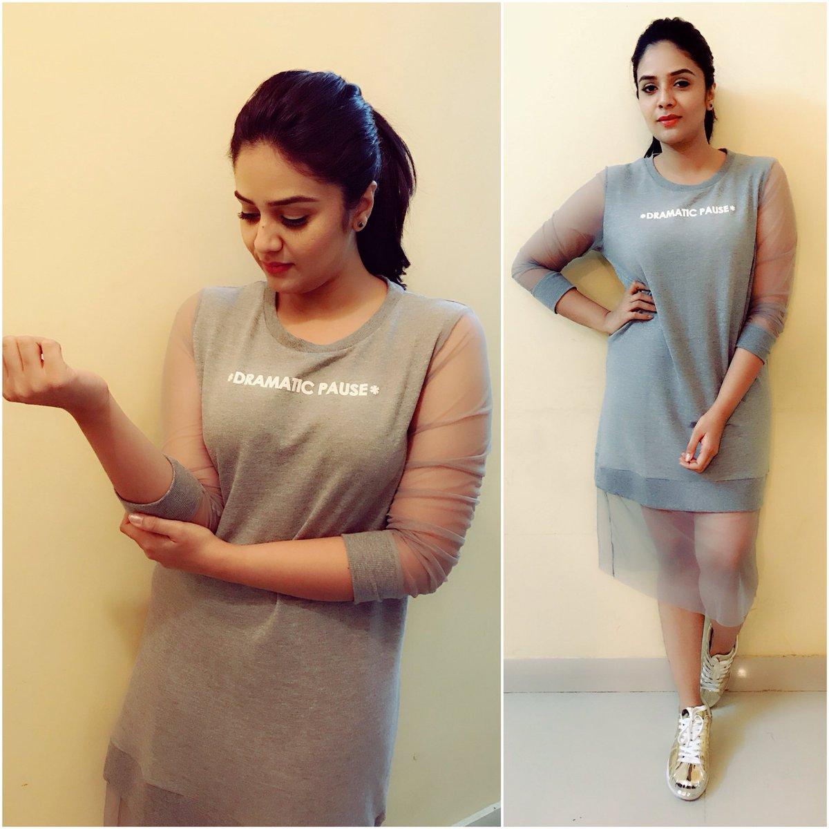 Actress Sreemukhi Latest HD Images In Saree