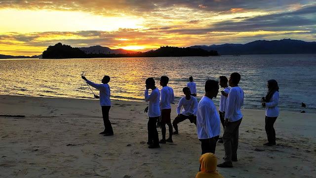 Semburat Jingga Pulau Saronde