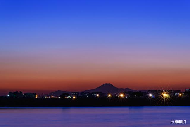 残照に浮かぶ富士山~葛西臨海公園