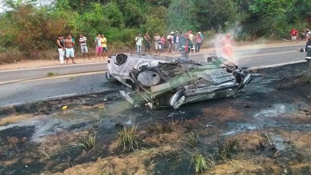 Colisão frontal causa explosão de veículos e deixa nove mortos na BR-222