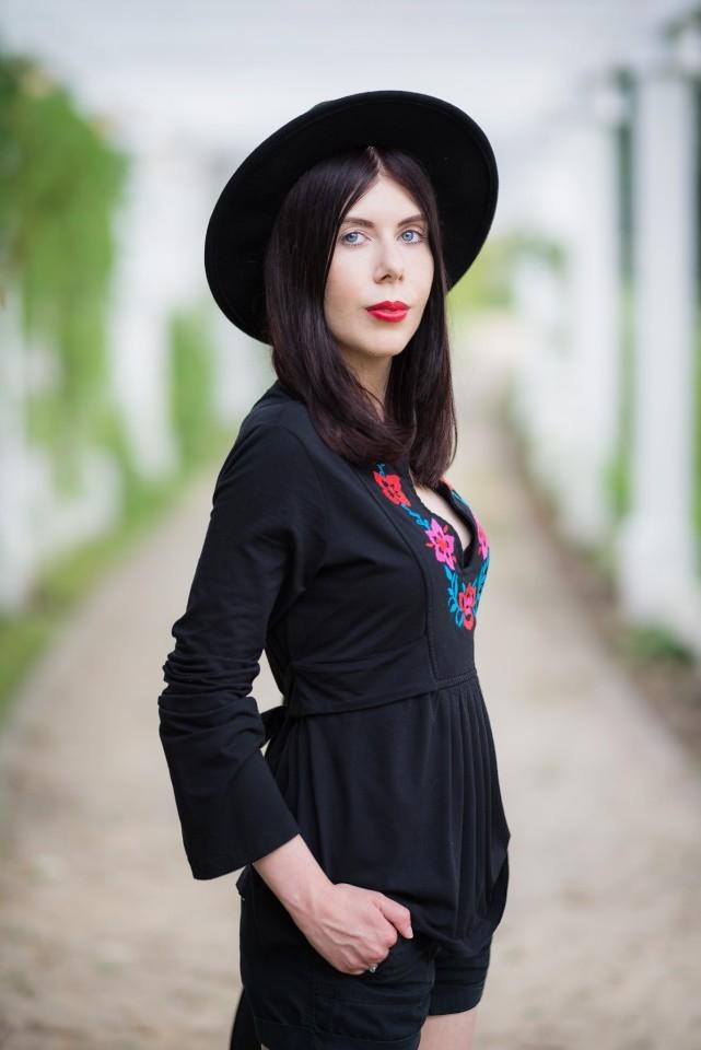 bluzka z haftem | haft | moda w stylu boho | styl boho | stylizacja z kapeluszem | Gdańsk Brzeźno | blog modowy | blog o modzie | blog szafiarski