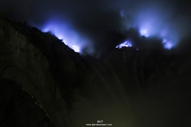 The best holiday to Indonesia, east java visit to both beautiful volcanoes Mt Ijen - Bromo Tours 3D2N, 2D1N.