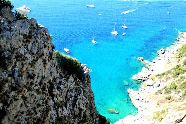 mare, acqua cristallina, barche, isola, scogli