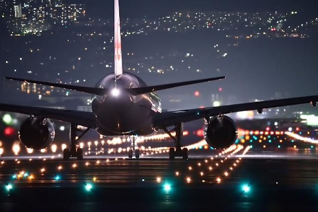 night-flight-2307018_960_720.jpg