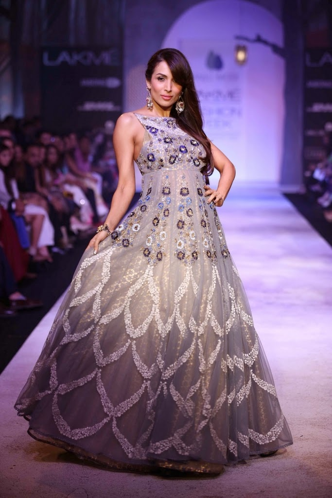 Malaika Arora Walk the ramp for Anju Modi at At LFW Summer/Resort 2014 To End Day Four